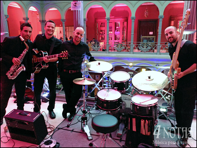 Grupo de jazz en evento